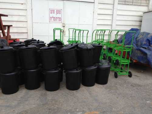 הספקת עגלות חצרן כולל פחים מחסן עירייה נס ציונה
