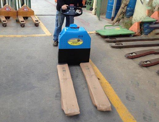 """הספקת עגלת משטחים חשמלית 1500 קג מיני 1 - הספקת עגלת משטחים חשמלית 1500 ק""""ג מיני"""