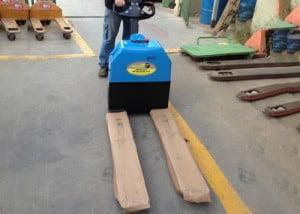 הספקת עגלת משטחים חשמלית 1500 קג מיני 300x214 - התקנות ופרויקטים
