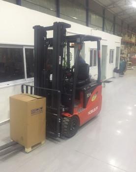 מלגזה חשמלית שלש גלגלים 1.8 טון,אספקה ללקוח לאספקת מזגנים