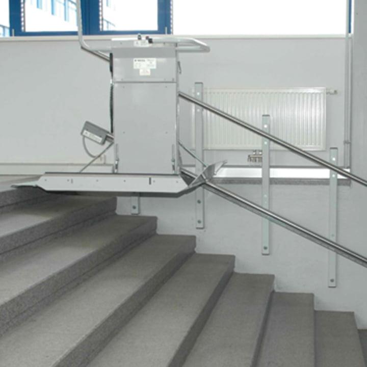 מעלון מדרגות לכיסא גלגלים